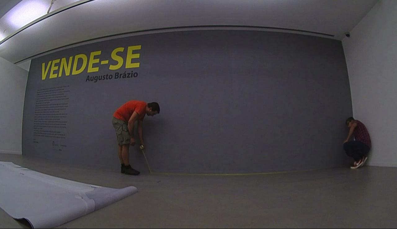 wallpaper mounting in Museu Neo Realismo